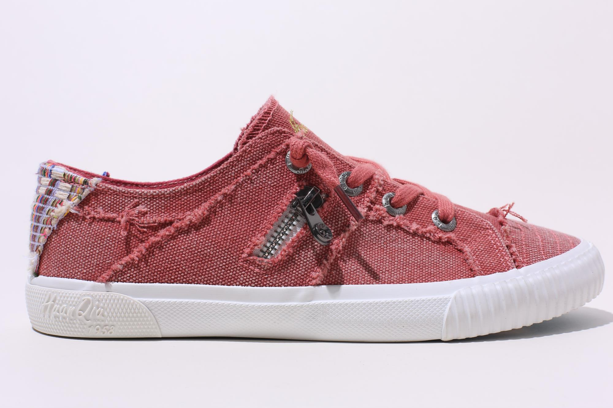 Hot Selling Logo Customization Textile Women Canvas Shoes Red Canvas Shoes